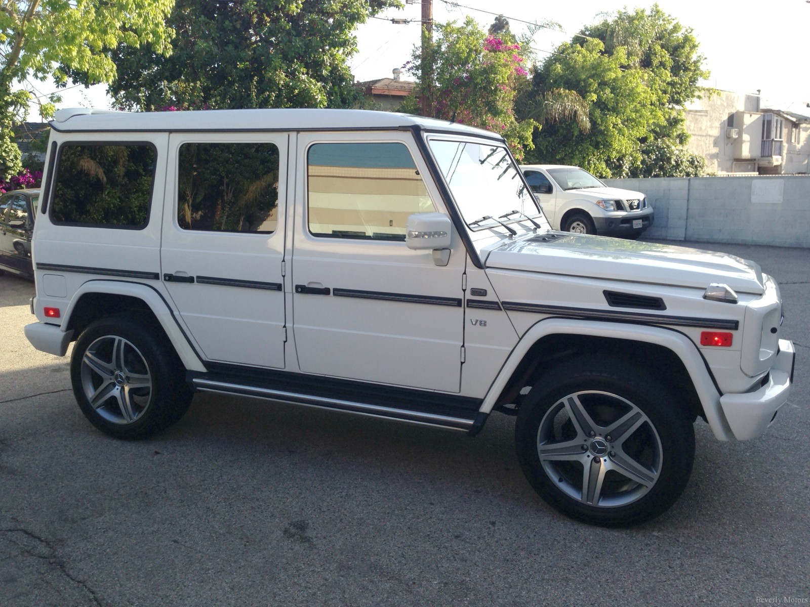 Beverly motors inc glendale auto leasing and sales new for Mercedes benz g class wagon