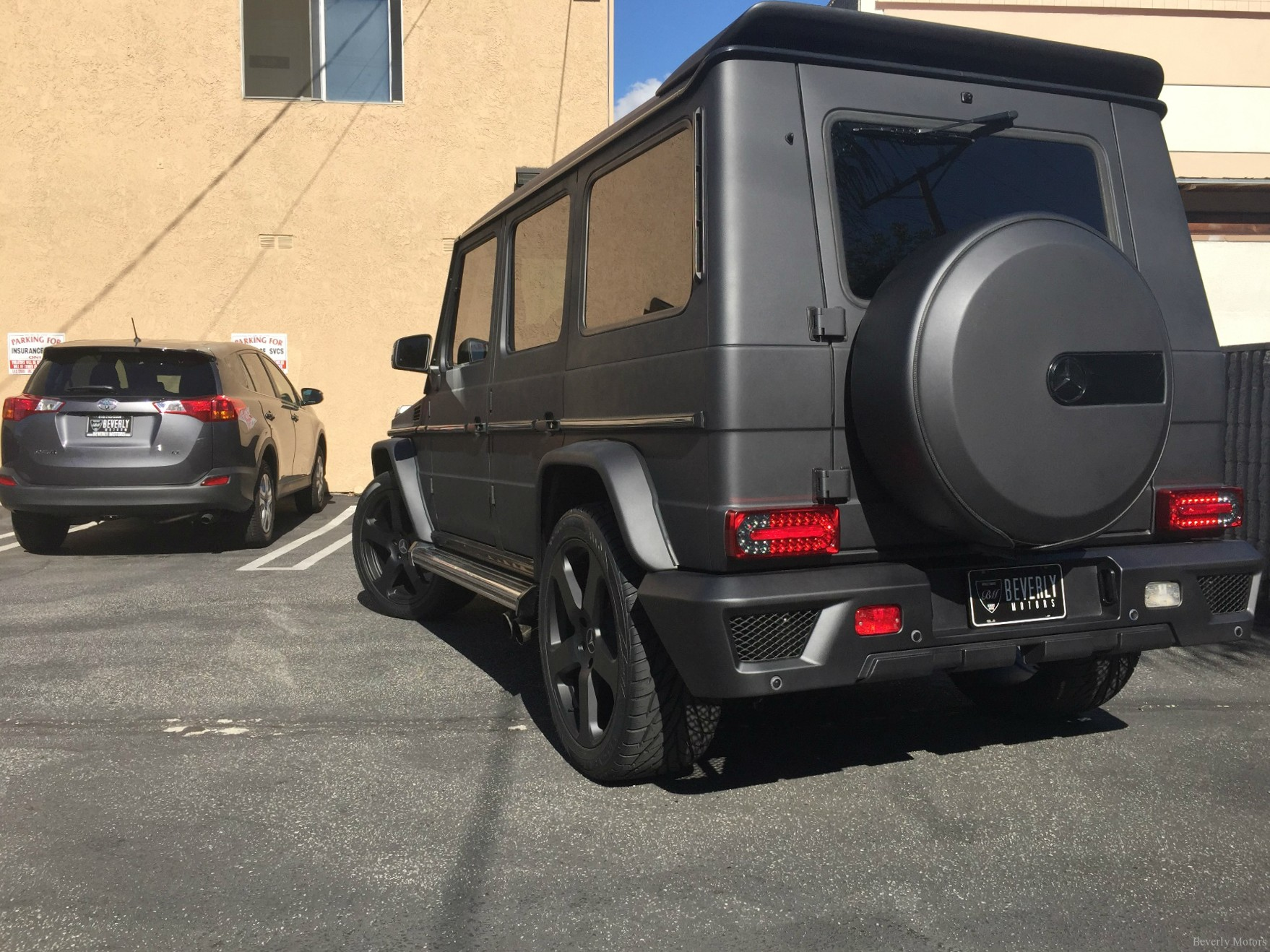 Beverly motors inc glendale auto leasing and sales new for Mercedes benz that looks like a jeep